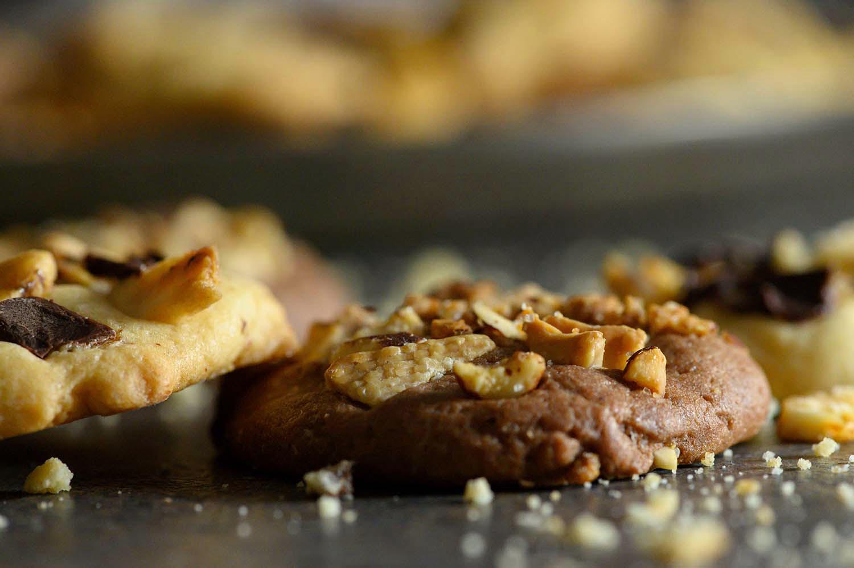 Knusprige, fertige Schoko-Cookies