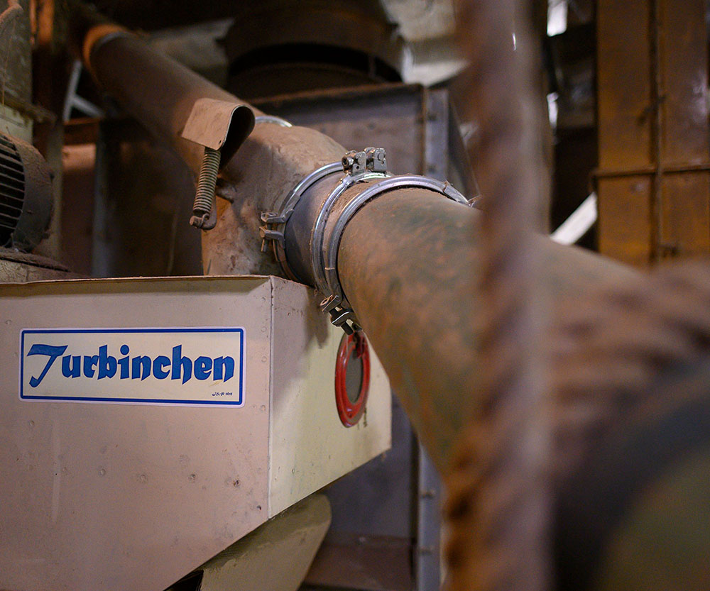 Maschine im Silo zur Trockung und Sortierung des Getreides