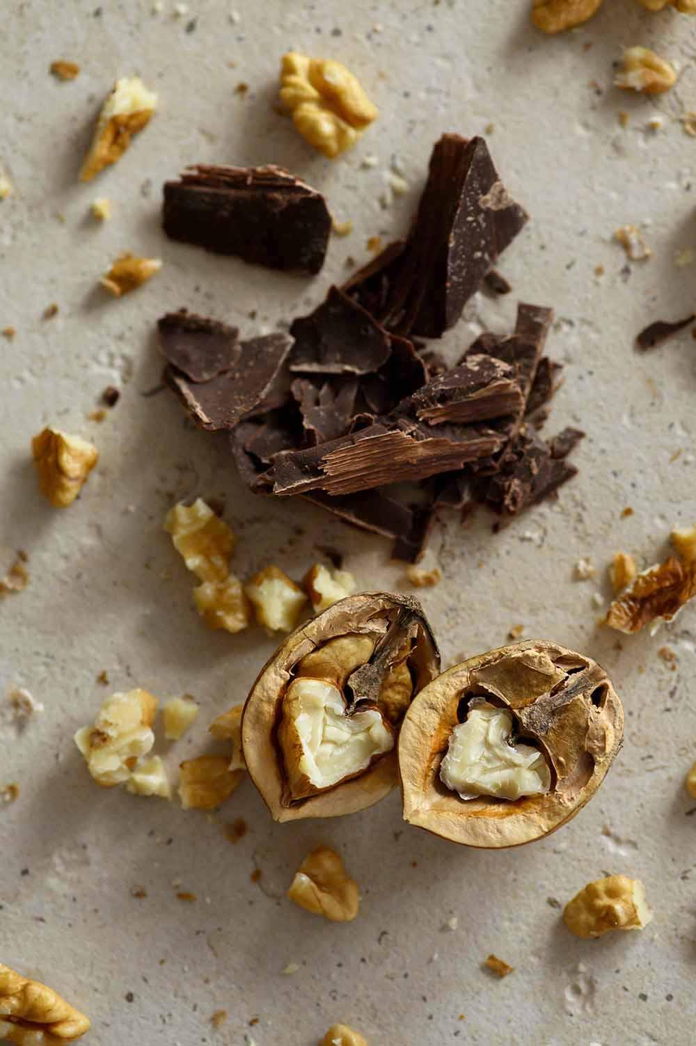 Walnüsse und Schokolade für Walnusskekse
