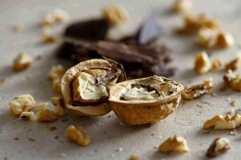 Walnüsse für Walnusskekse mit Schokolade