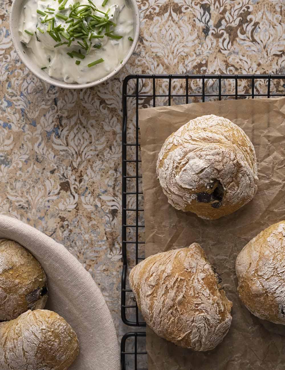 Kräuterbrötchen mit Kräuterquark