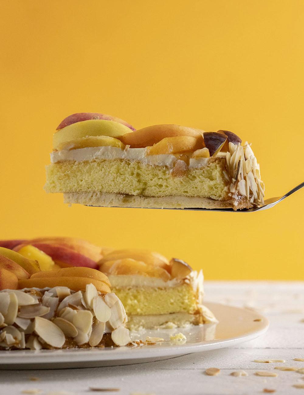 Saftiger Obstkuchen mit frischen Früchten
