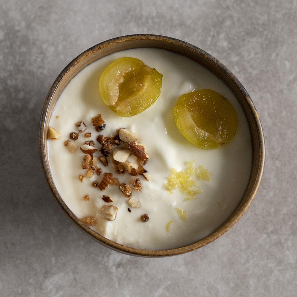 Schafjoghurt mit Kronant und Obst