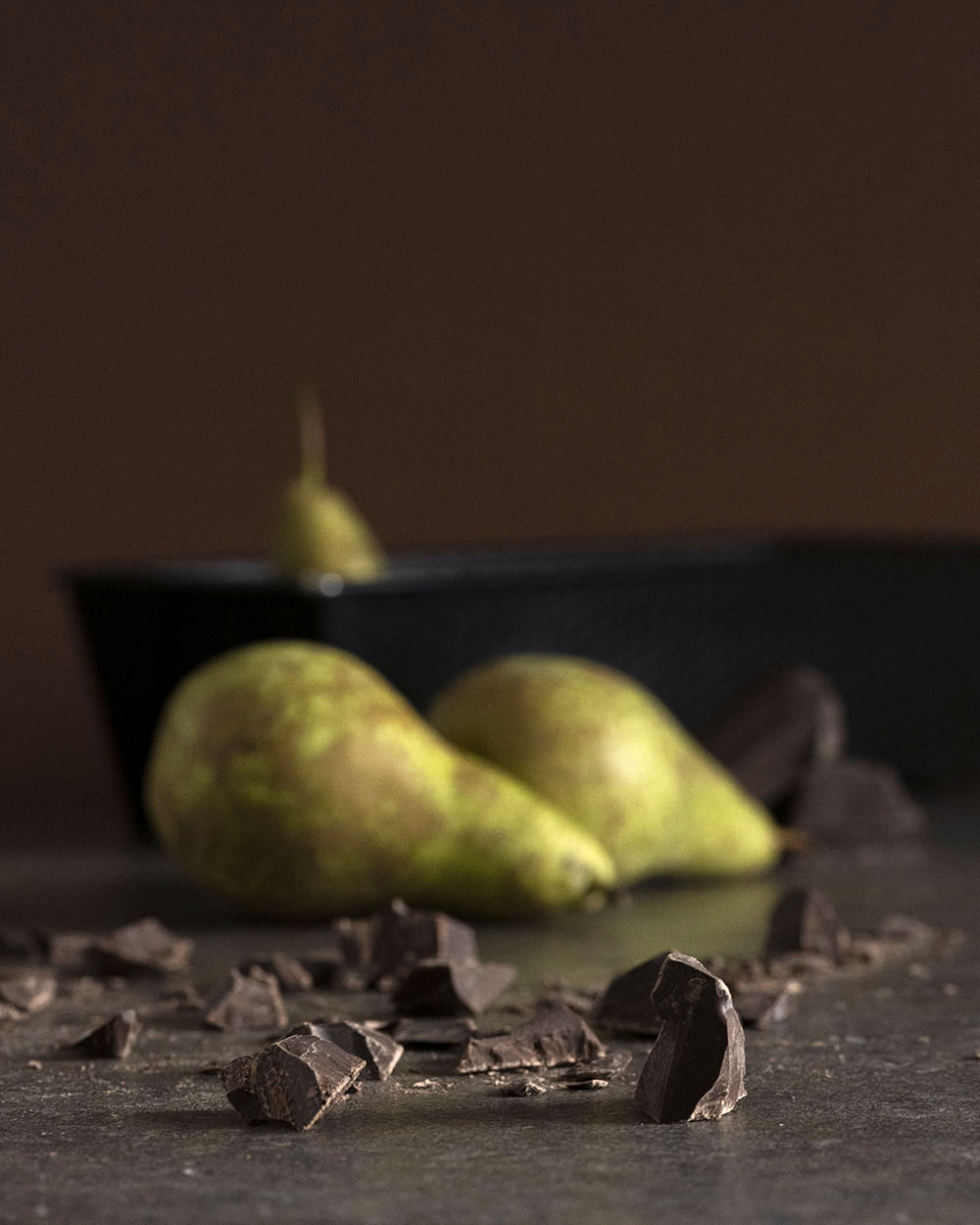 Frische Birnen und Schokolade für Schokokuchen mit Birnen