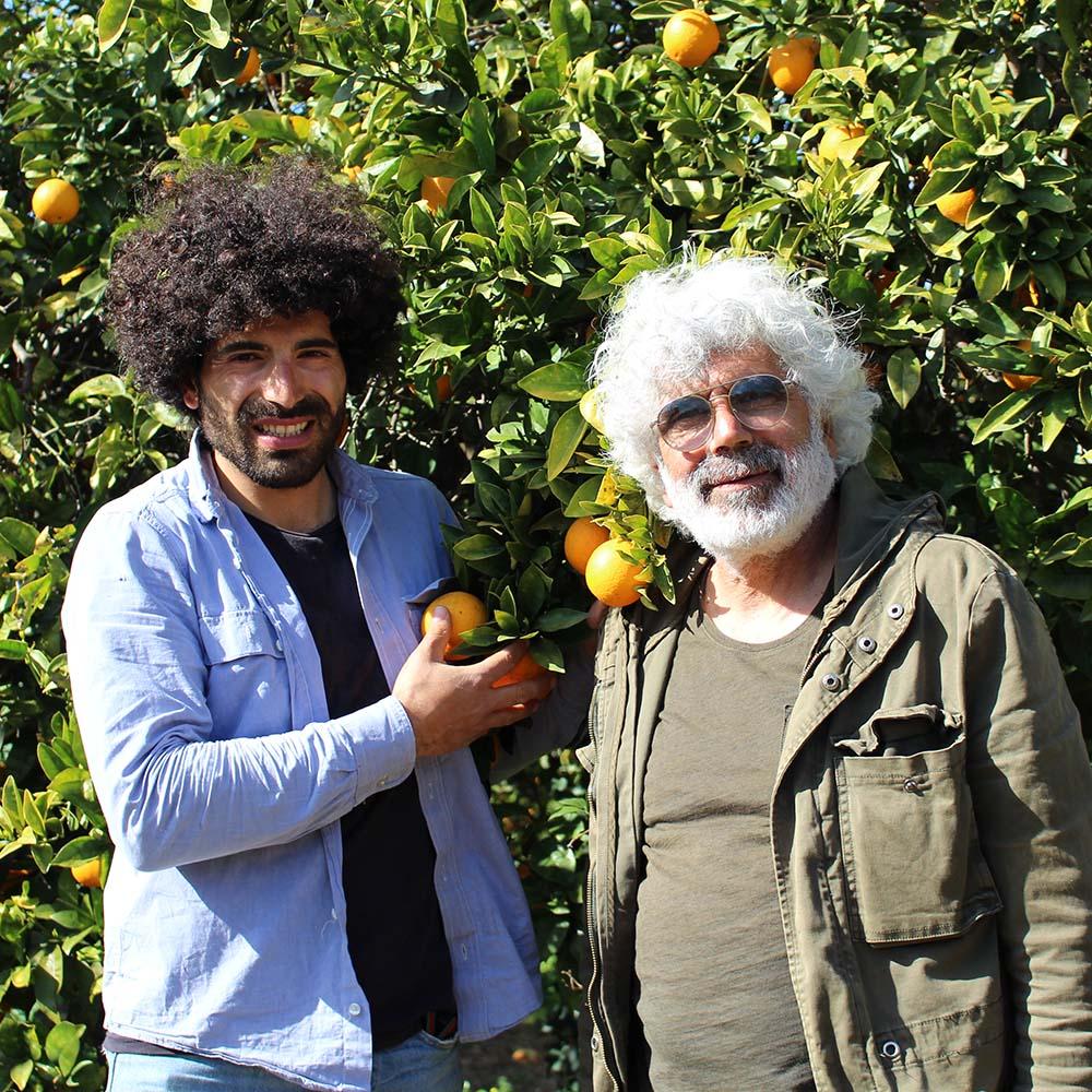 Renato und Angelo Gibilisco vor einem Mandarinenbaum