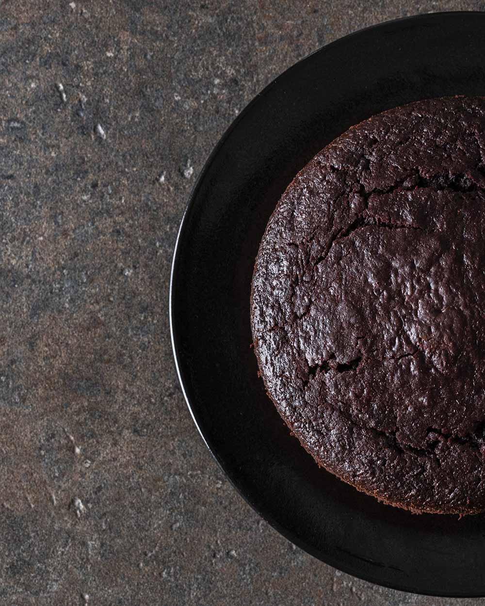 Unser Rote-Bete-Schoko-Kuchen nach dem Backen, auf diesem Bild noch ohne Glasur