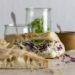Wir haben unser selbst gemachtes Fladenbrot mit Salat und Kohl befüllt.